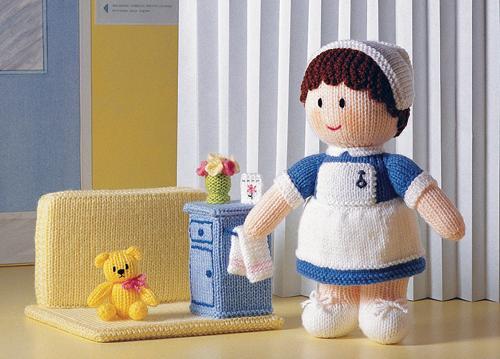 boneka rajut perawat