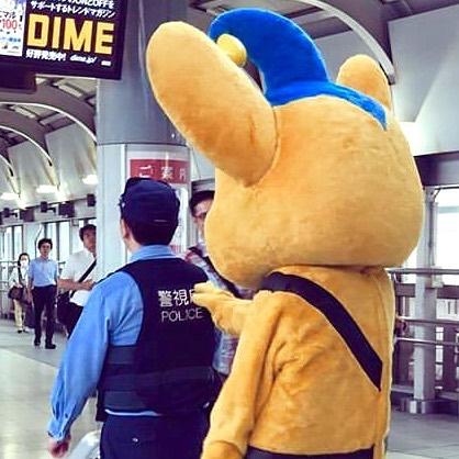 pipo kun bersama seorang polisi